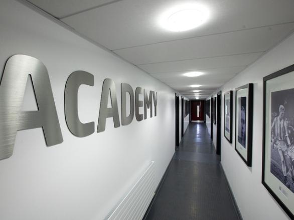 academy1226-254344
